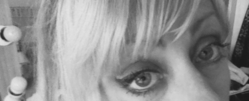 jules derrick eyes after using mineral makeup